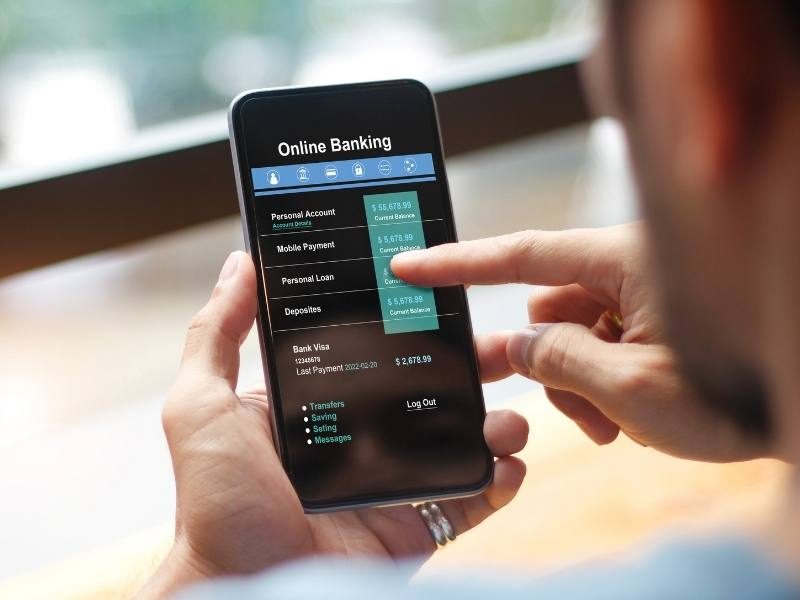 Financial Services Expert using mobile application